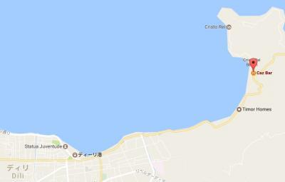 クリストレイへの海岸道路がくびれた地域に建てられています。