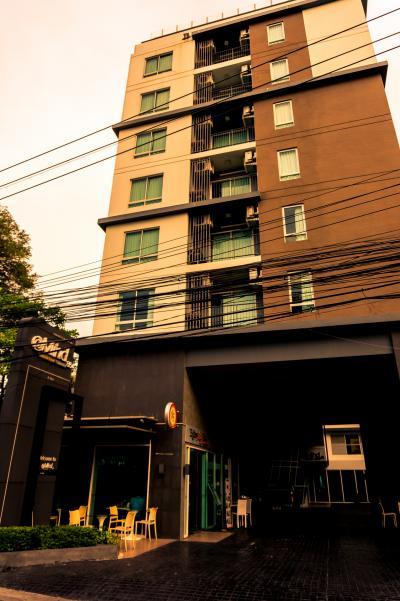 駅から歩いて5~6分の場所にあるホテル