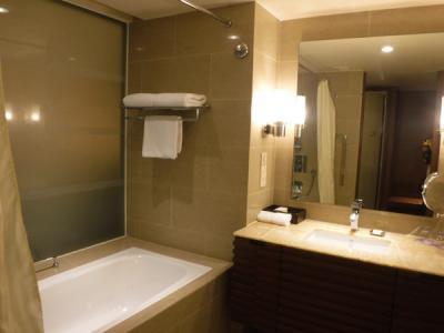 トイレ・バス別々。シャワー2つあり。