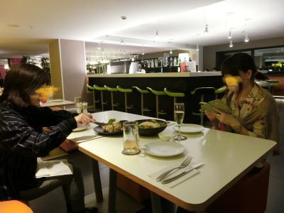 3Fの食事会場は、夜はバルへ。