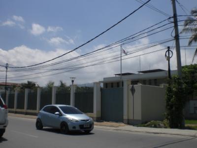 直ぐ近くには、日本大使館があるので、用事がある人には便利です