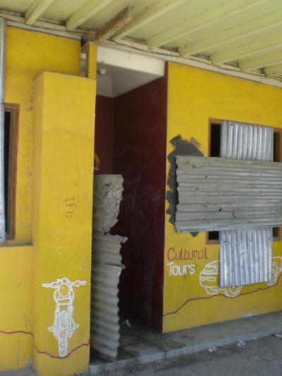 ディリ ビーチ ホテルのレストランであった部分の入口です。