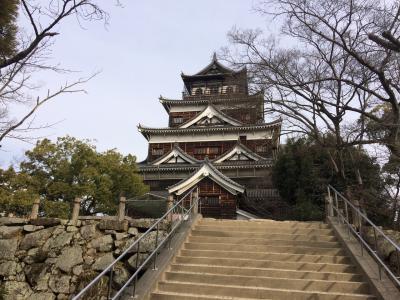 広島城 護国神社と同居する復原天守