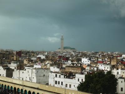 部屋からはハッサン二世モスクが遠くに見えます