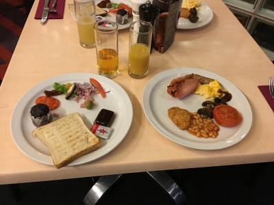 朝5時営業開始、朝食一番のりでした。