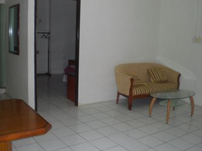 さくらホテルの客室です。広々とした室内でゆっくりできます。
