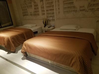 ベッドも広々。ヒーター付きでぬくぬく過ごせます。
