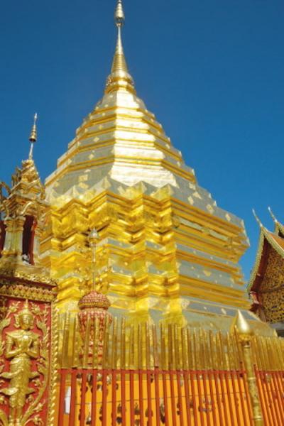 チェンマイで一番有名なお寺は山の上にある。
