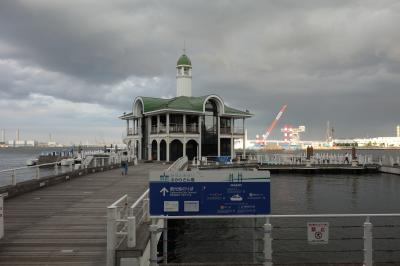 小さな桟橋と建物