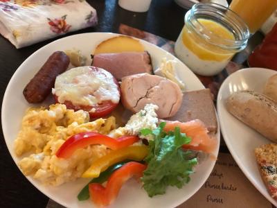 朝食ビュッフェでよくばりプレート(笑)