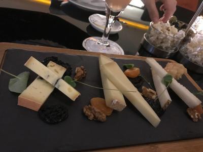 ラウンジでいただいたチーズの盛り合わせ♪美味!