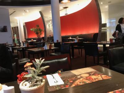 朝食のレストランも客室と同じような内装