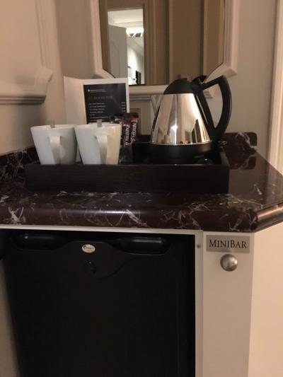 冷蔵庫と電気ポット、コーヒー、紅茶がありました