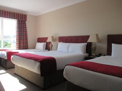 ゆったりしていてツインルームだと思いますが、ベッドが3つあり
