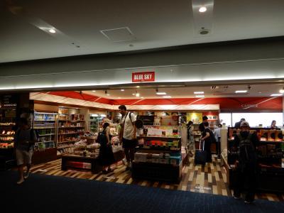 搭乗前、時間の無い時の朝食はここで購入しています。