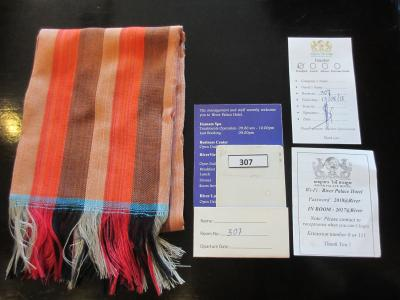 クロマというスカーフと朝食券、wifi ナンバー