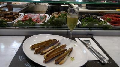 サンジョセップ市場で生ハムを食べる