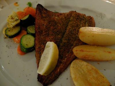 …魚の温燻製、同行者のステーキも味よく楽しめました。