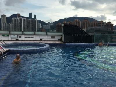 最上階にあるプール、温水です。