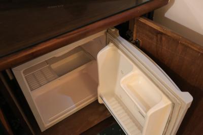 冷蔵庫は空っぽなので外に買いに行こう