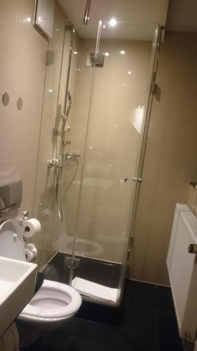 このシャワールームの排水が悪い!!