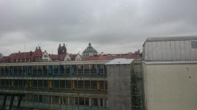 中心部にあるホテルなので、眺望が悪いのは仕方ないか…