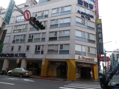 ホテルの外観(朝)