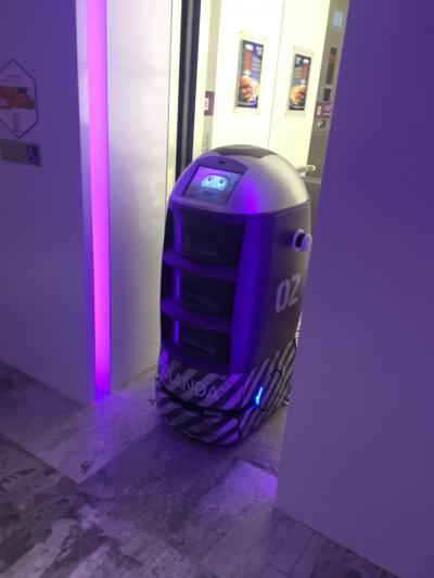 配達から戻っていくロボットくん