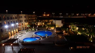 ホテル全体はライトアップされているので星は期待できません