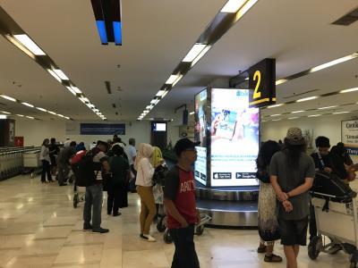 ハサヌディン国際空港国内線 ターンテーブル