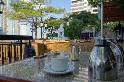 チャオプラヤー川をながめるカフェレストランです。
