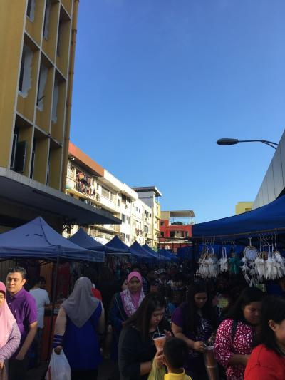 日曜の朝開催のマーケット