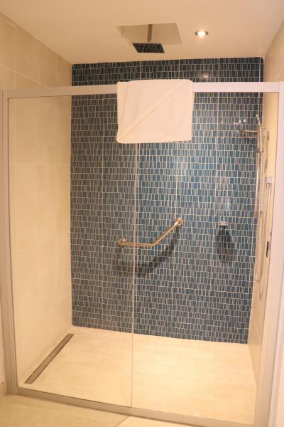 シャワールームに扉があればよかった