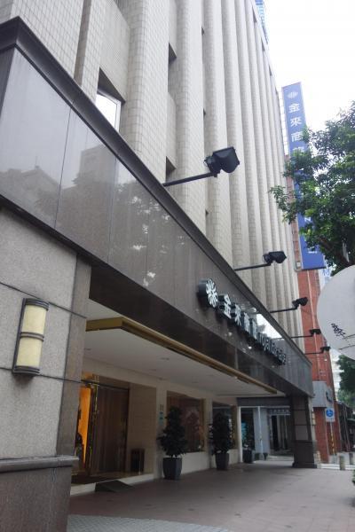 外観は、古いビジネスホテル風です。