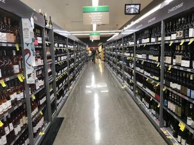 海沿いの大きなスーパー