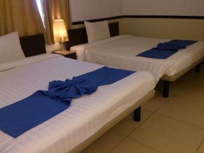 デラックスツィン。大型ベッドが2台。