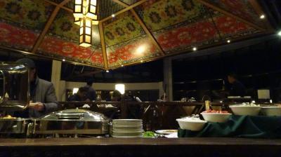 中央にあるレストラン