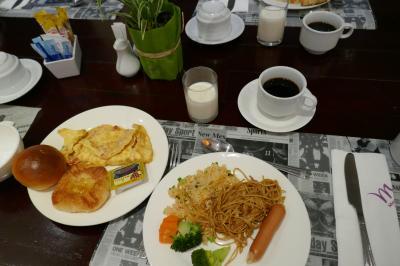 朝食、オムレツ有り