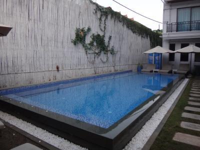 施設内にはプールもありました。
