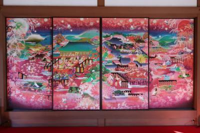 鮮やかピンクの襖絵