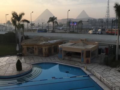 ホテルからのピラミッドの眺め