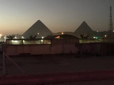 ホテルの屋上からのピラミッド
