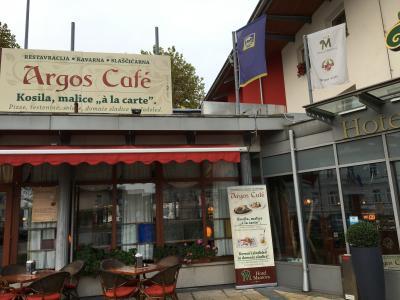 ホテルにカフェが併設されています。