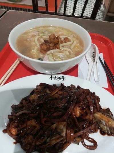 お昼を食べにいきました。
