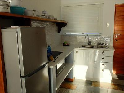お部屋に付いているキッチン。調理用具もよく揃っていました。