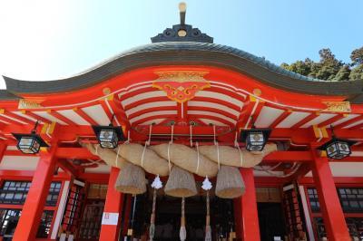 赤が映える神社