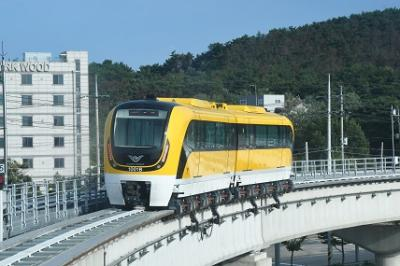 仁川空港磁気浮上鉄道に乗ってみるのは如何でしょうか