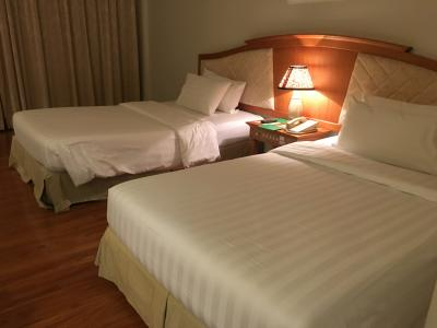 固めで寝心地のよいベッド