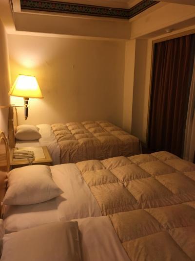 ベッド3台並ぶと荷物を広げるスペースはなし