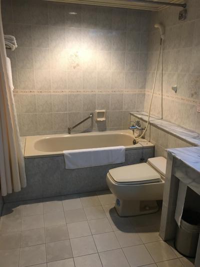 浴室は。広々シャワーは可動式